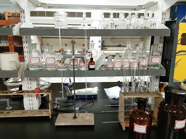銮桦净化:化验室